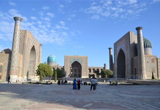UZBEKISTÁN - VELKÝ OKRUH - Uzbekistán